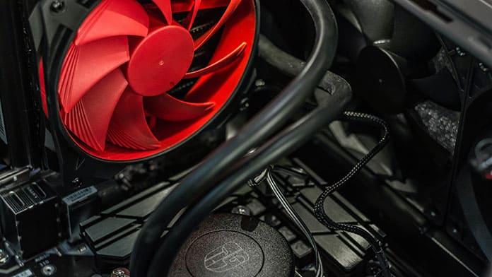 gaming desktop vs laptop cooling options