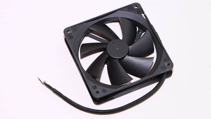 using a fan to cool gaming laptop